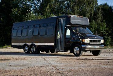 Schwarzer Partybus