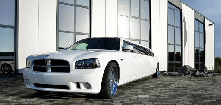 Weiße Dodge Stretchlimousine NRW